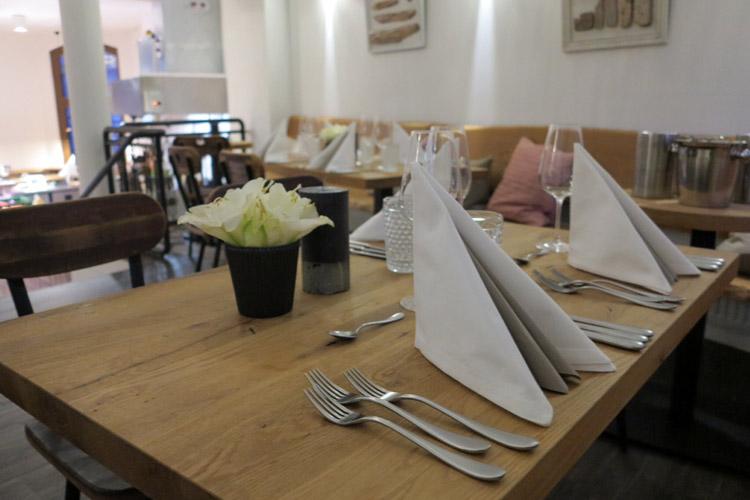 Tisch reservierungen neue heimat am fischmarkt for Am fischmarkt