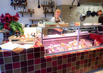 Kaeseauswahl-am-Fischmarkt-in-der-Neuen-Heimat